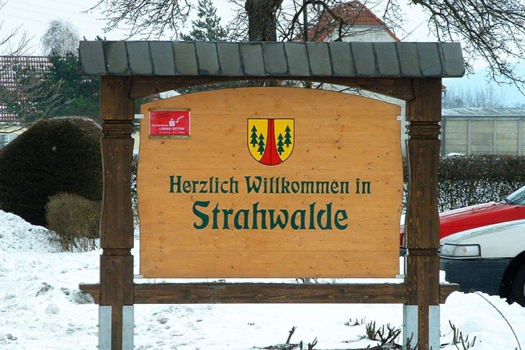 Ortseingangstafel Strahwalde